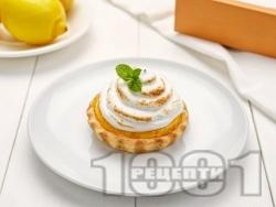 Лимонови тартове с лек крем от сметана и глазура с белтъци - снимка на рецептата
